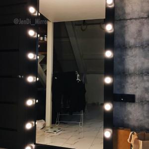 Гримерное зеркало с лампочками на подставке с колесами JenDi 200х100 Черное